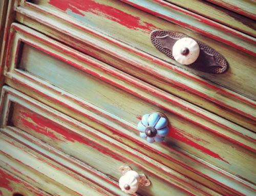 A Londonpiros – BútORda új életre keltett kisszekrénye
